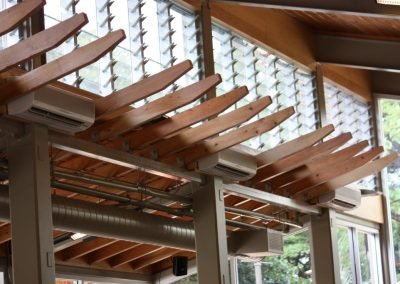 Automated Powerlouvre Windows up high ventilate the large area of the Honolulu Zoo