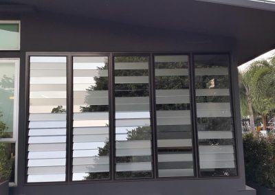 Mix glass louvre blades provide decorative affect at Thai Aust Office (2)