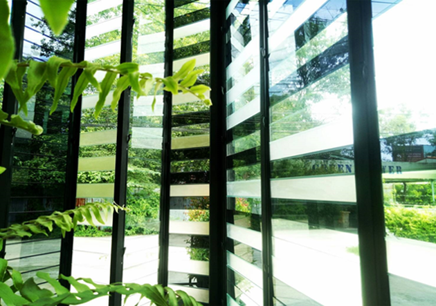 By mixing different types of glass you can create beatuiful patterns with Breezway Louvre Windows