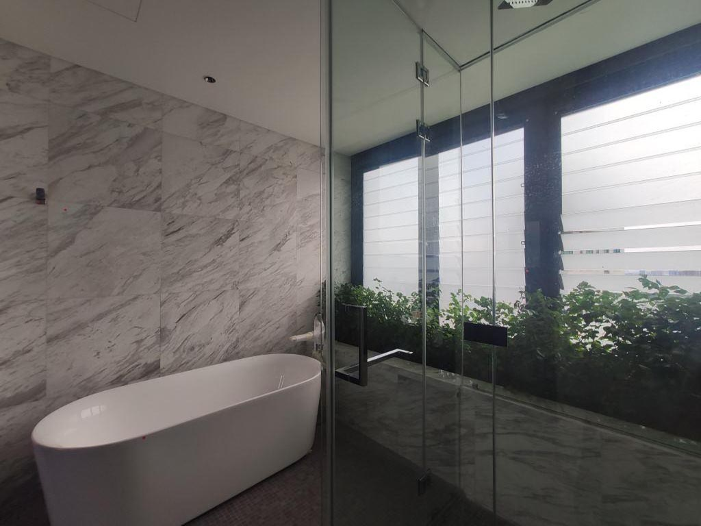 Bathroom with Breezway Louvres and frosted glass blades