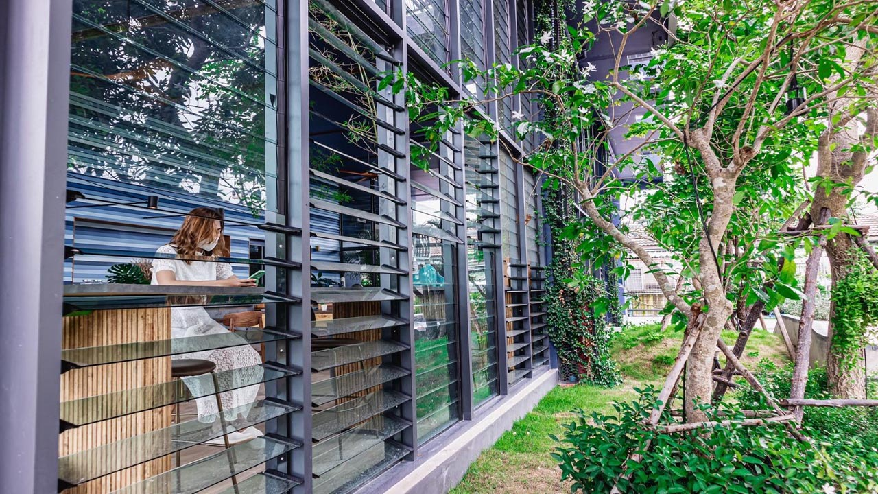 Open Breezway Louvres for natural ventilation and comfort in the Seamira House